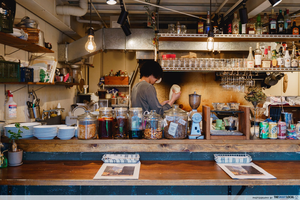 plug cafe interior