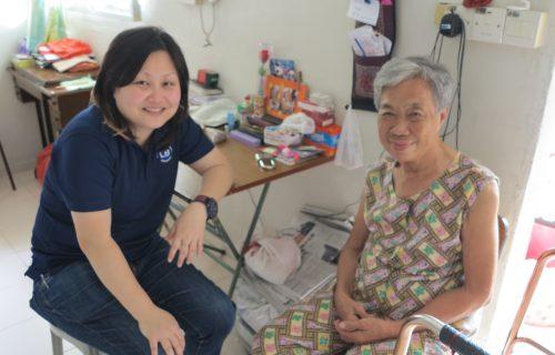 volunteer with elderly - Lion Befrienders