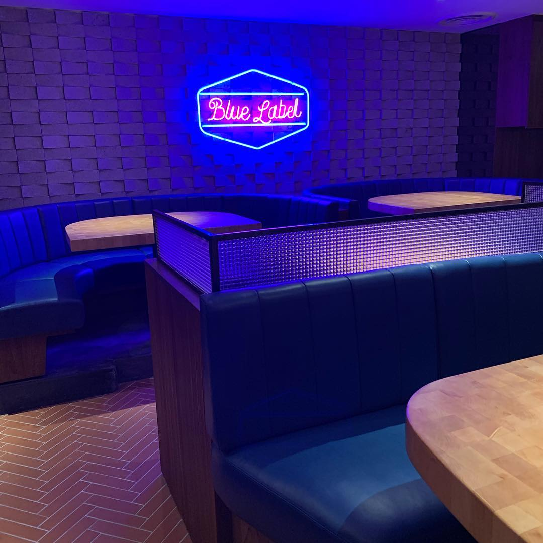 blue label pizza interior