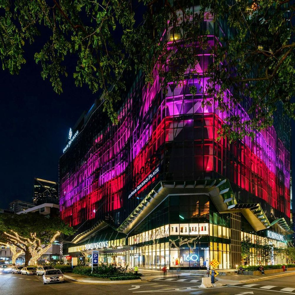 Shoppes at Four Seasons Place