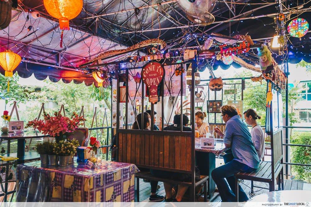 Neighbourhood Cafes Restaurants Singapore Woody Family Cafe