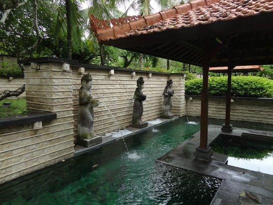 bali luxury hotels - grand hyatt bali balinese feature pool