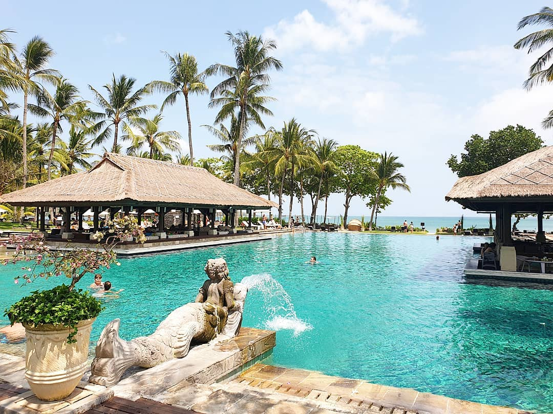 bali luxury hotels - intercontinental bali main pool with swim up bar