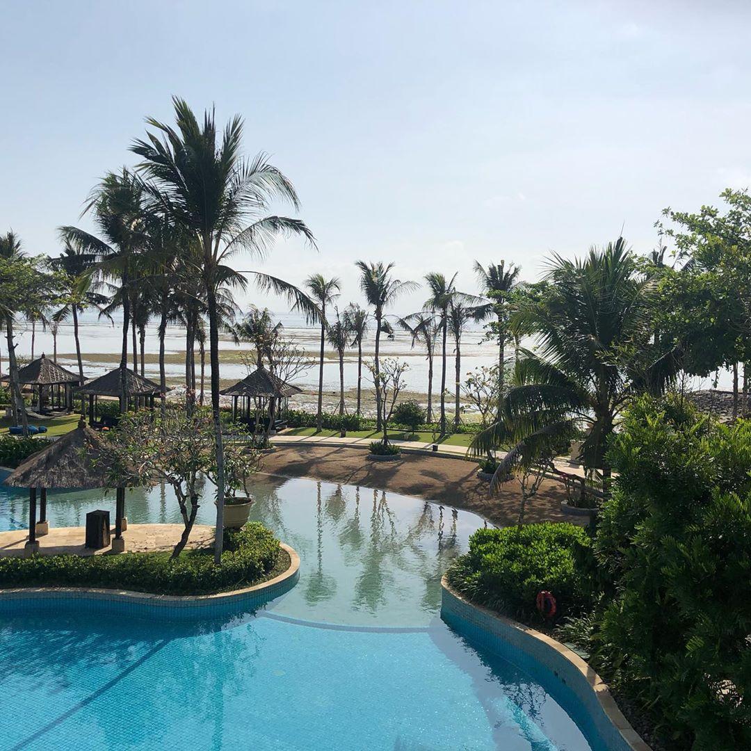 bali luxury hotels - conrad bali swimming pool