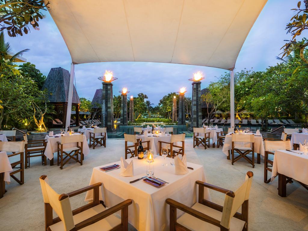 bali luxury hotels - Sofitel Bali Nusa Dua Beach Resort poolside dining