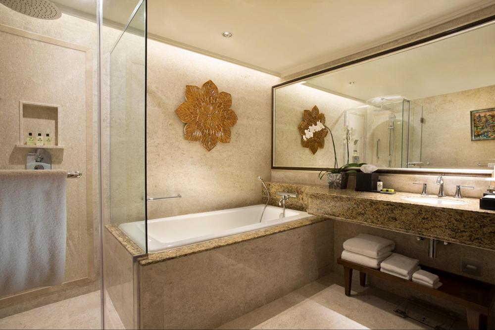 bali luxury hotels - intercontinental bali bathroom