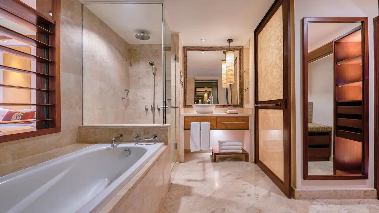 bali luxury hotels - grand hyatt bali bathroom