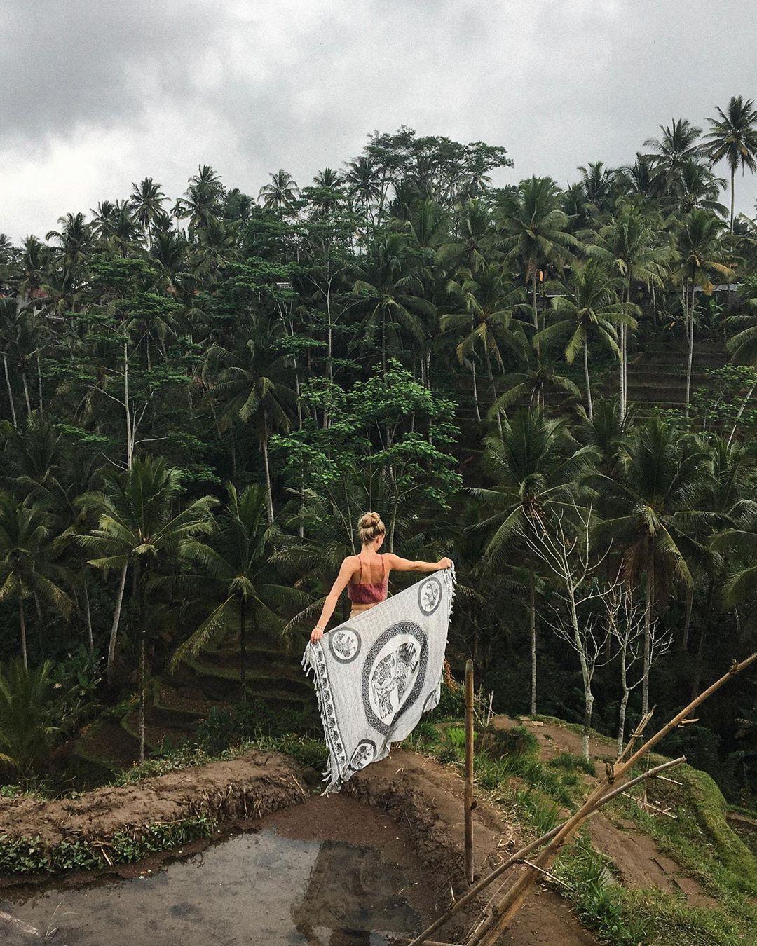 bali travel scams sarong