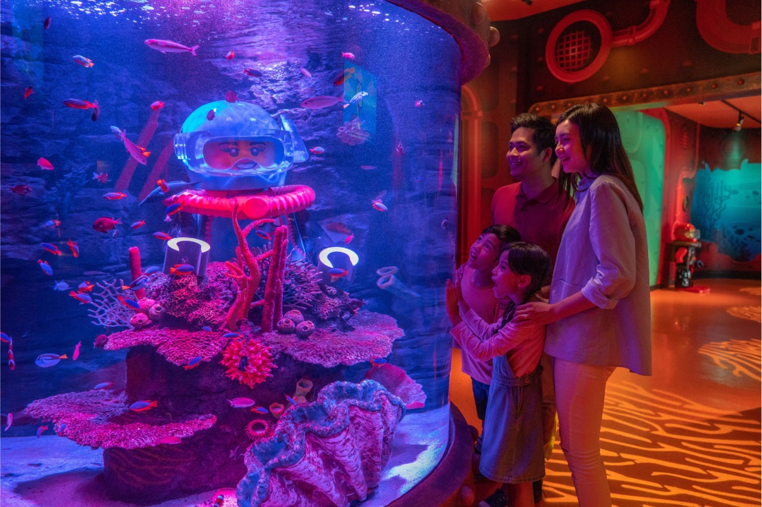 [REVISED] Legoland M'sia Has A New Aquarium, VR Roller Coaster & Pirate-Themed Rooms For School Break Staycays ocean tunnel
