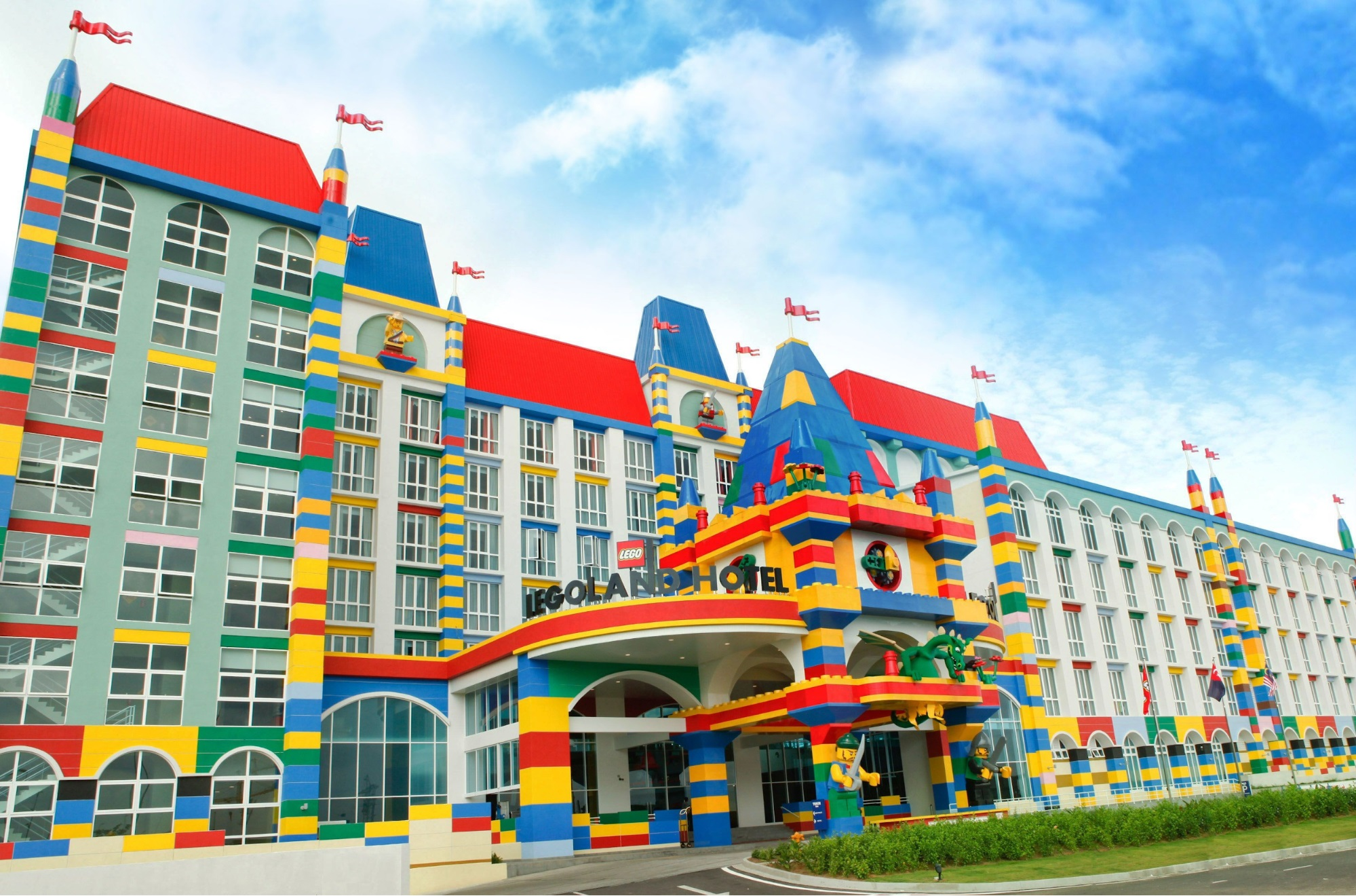 [REVISED] Legoland M'sia Has A New Aquarium, VR Roller Coaster & Pirate-Themed Rooms For School Break Staycays hotel