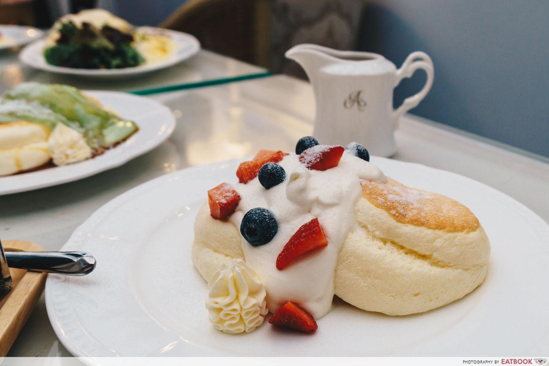 antoinette tres berries souffle pancake