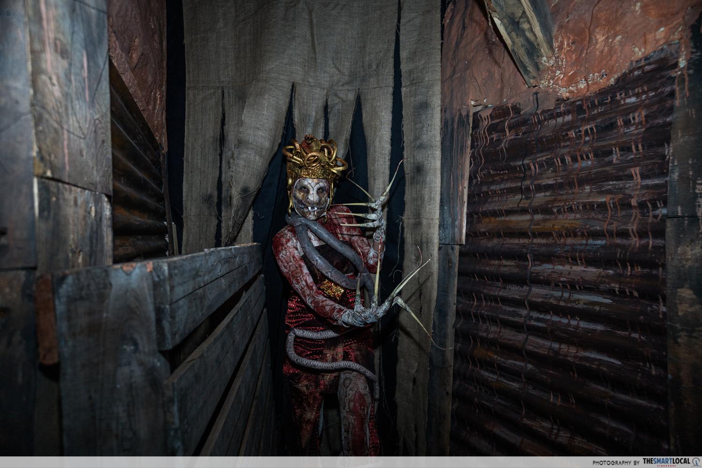 HHN Curse of The Naga
