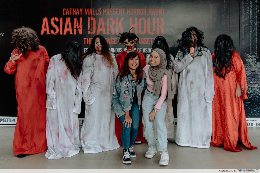 cathay horror haunt - group photo with the scare cast