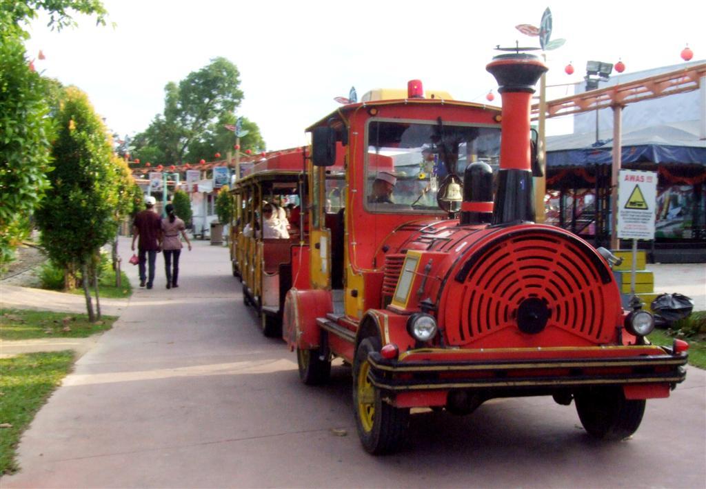 danga bay in jb - tram tour at danga bay recreational park