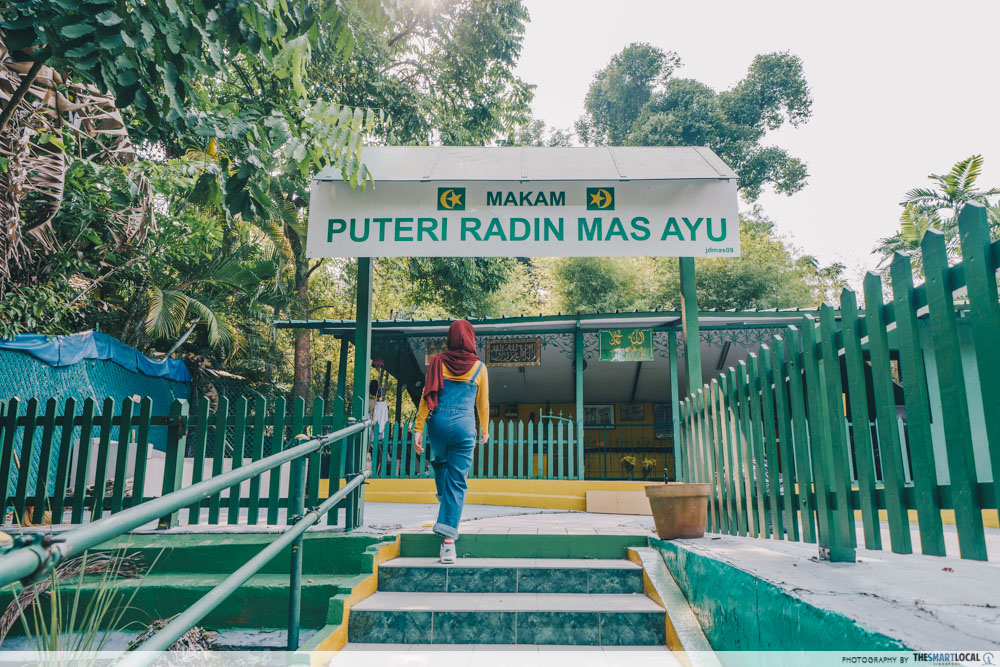 interesting singapore sites - makam puteri radin mas ayu or shrine for javanese princess