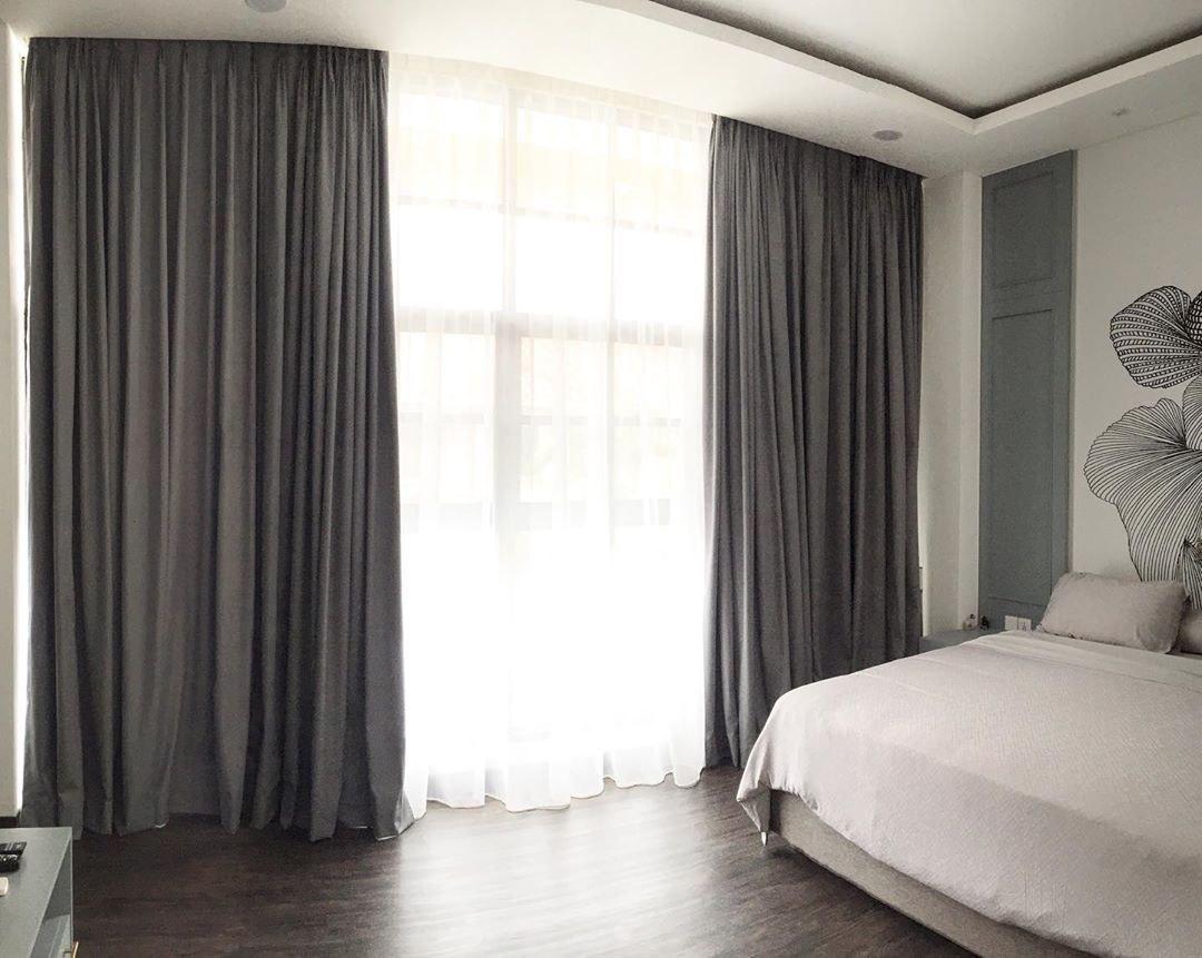 Blackout curtains keep HDB cool