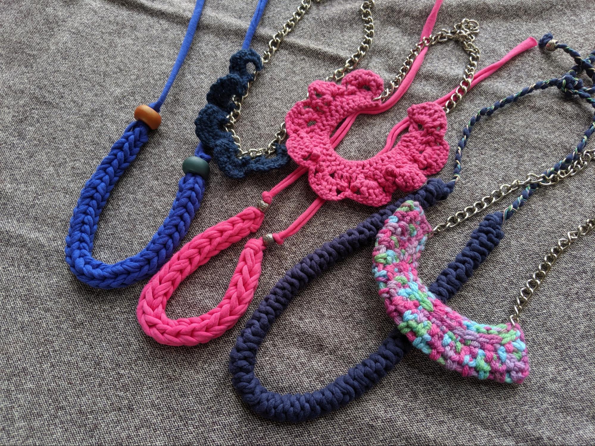 One Raffles Place Christmas 2019 DIY yarn necklace