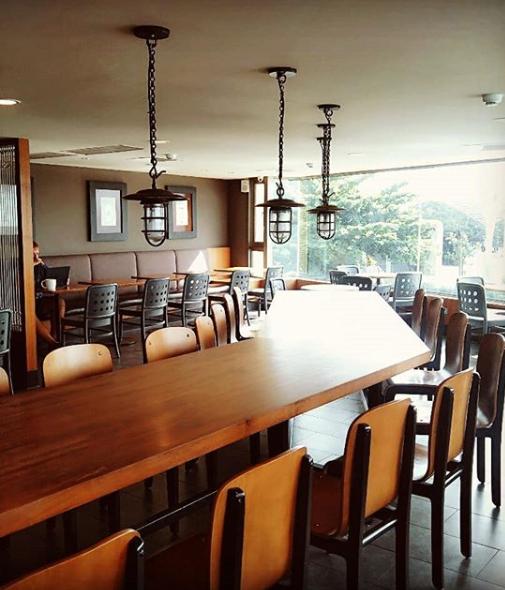 Sizihwan Bay Kaohsiung Starbucks