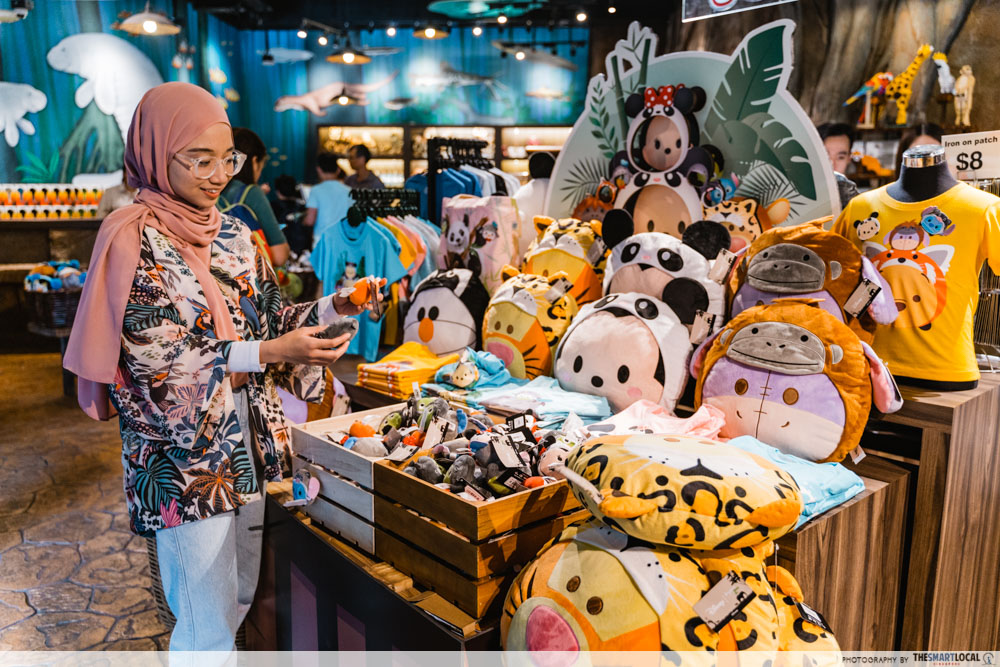 river safari disney tsum tsum - river safari entrance gift shop