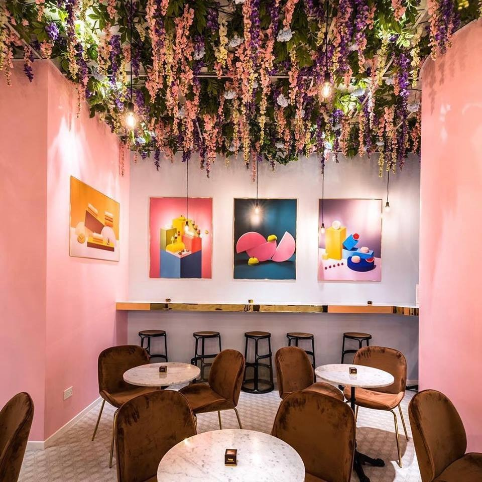 101 things to do in Singapore pink cafe