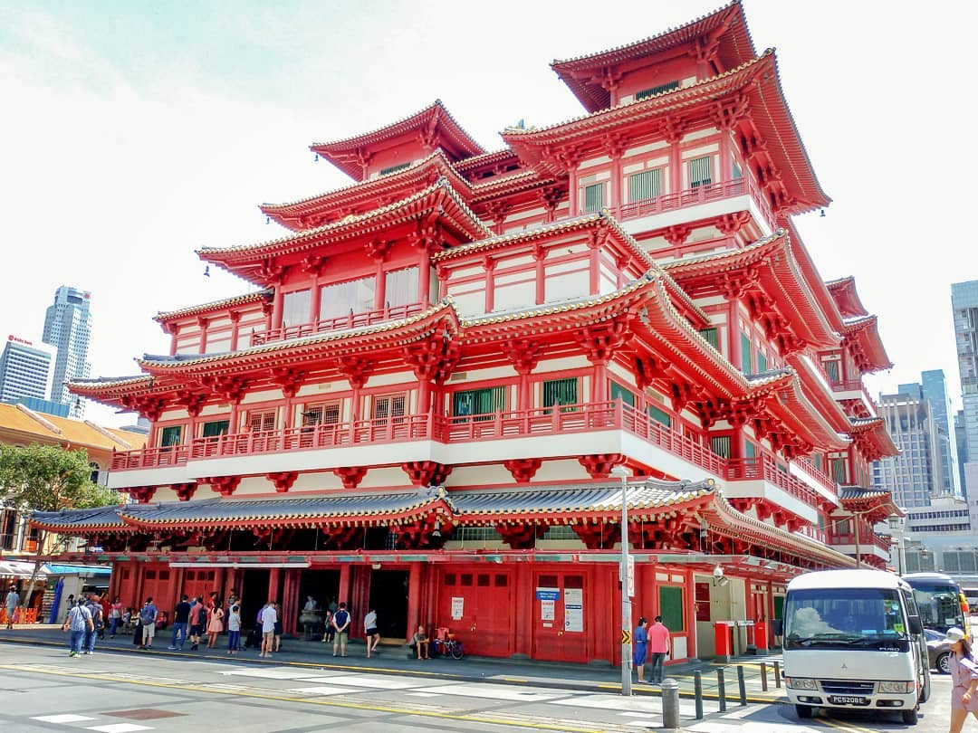 101 things to do in Singapore Buddha Tooth Relic Temple Chinatown