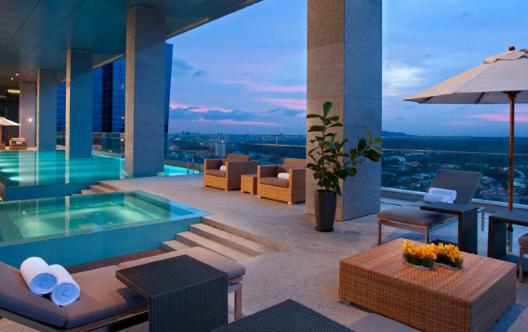 Oasia Hotel Novena club lounge