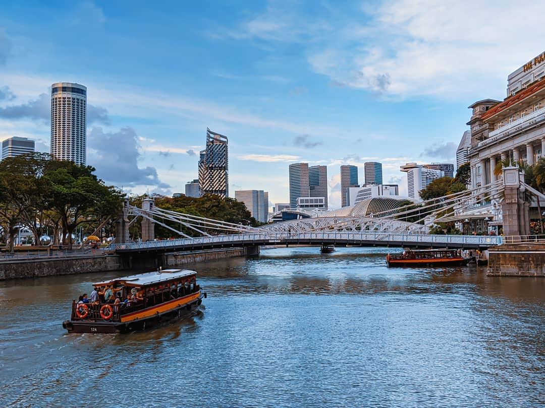 feng shui in singapore architecture - cavenagh bridge