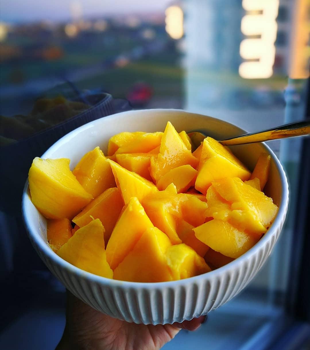 kitchen peeling hacks mango