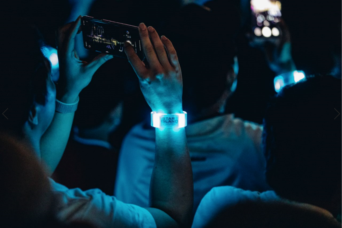 neon wristbands star island