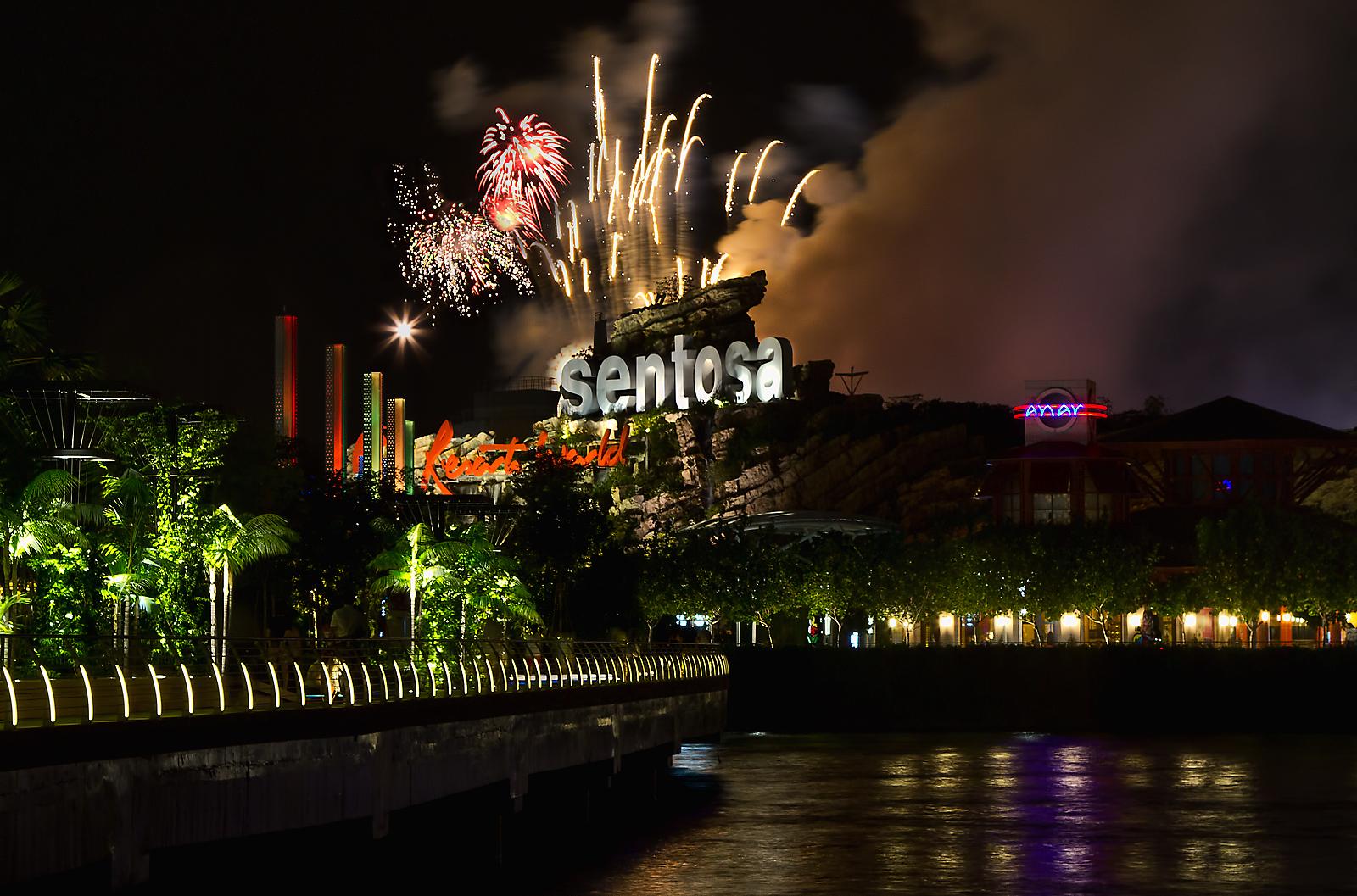 best fireworks viewing spots in singapore - sentosa boardwalk