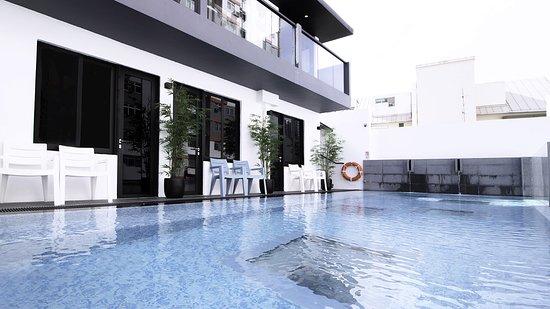 BOND Boutique Capsule Singapore Hotel NuVe UrbaneSwimming Pool