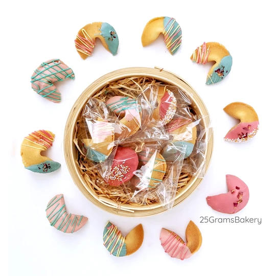 Colourful fortune cookies 25 Grams Bakery