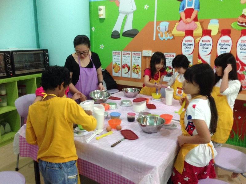 Genius R Us kids' baking classes