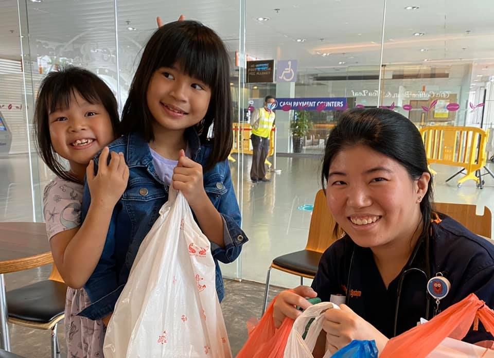 social worker and daughters buying breakfast