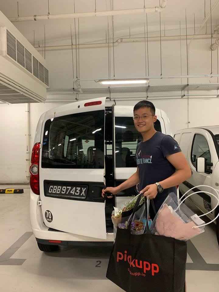 pickupp.io delivery van and staff in singapore