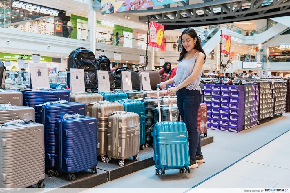 Robinsons Atrium Sale Plaza Singapura 2020 Luggage