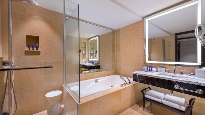 the fullerton hotel bathroom