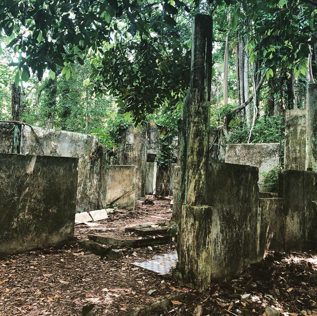 hainanese village ruins
