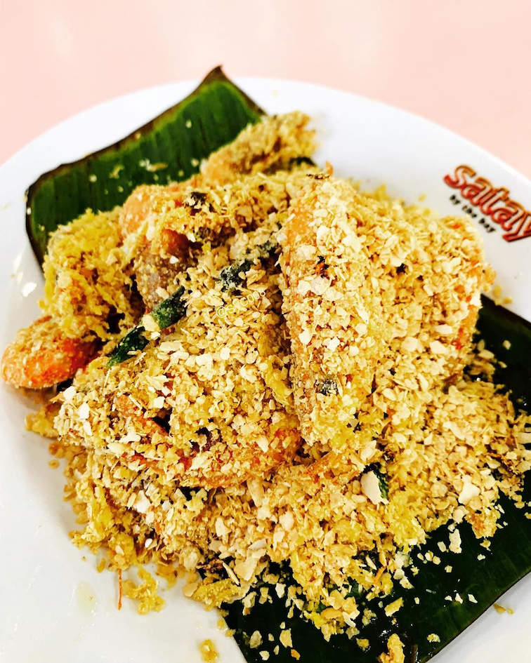 The cereal prawns at Makan By The Bay is a halal seafood you can enjoy this Ramadan.