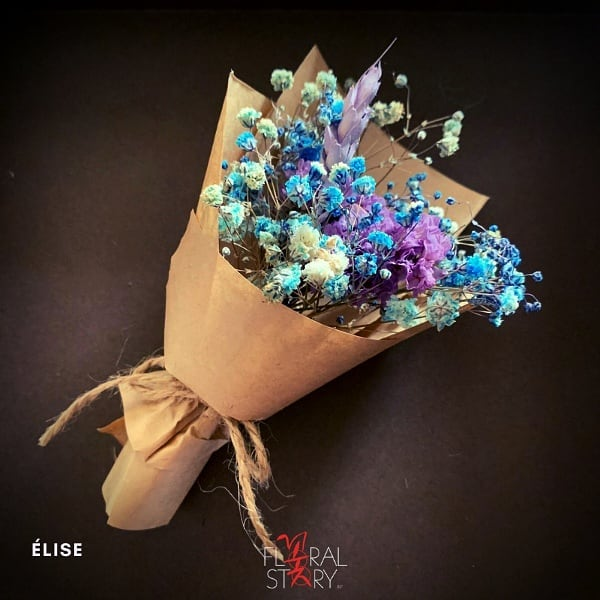 Mini bouquets by Floral Story can be redeemed for free with a purchase of an artwork.