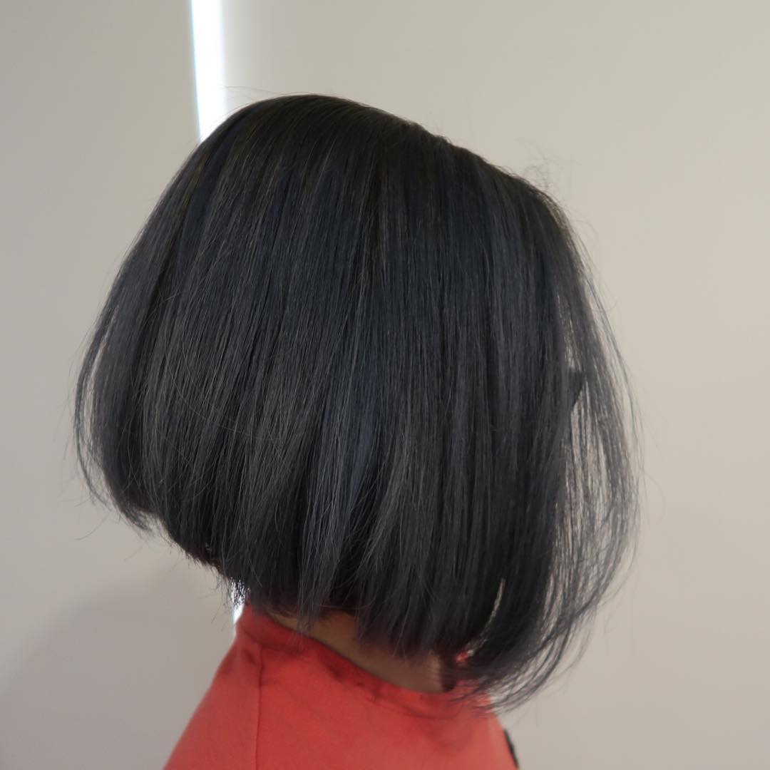 Short hairstyles for women - graduated bob