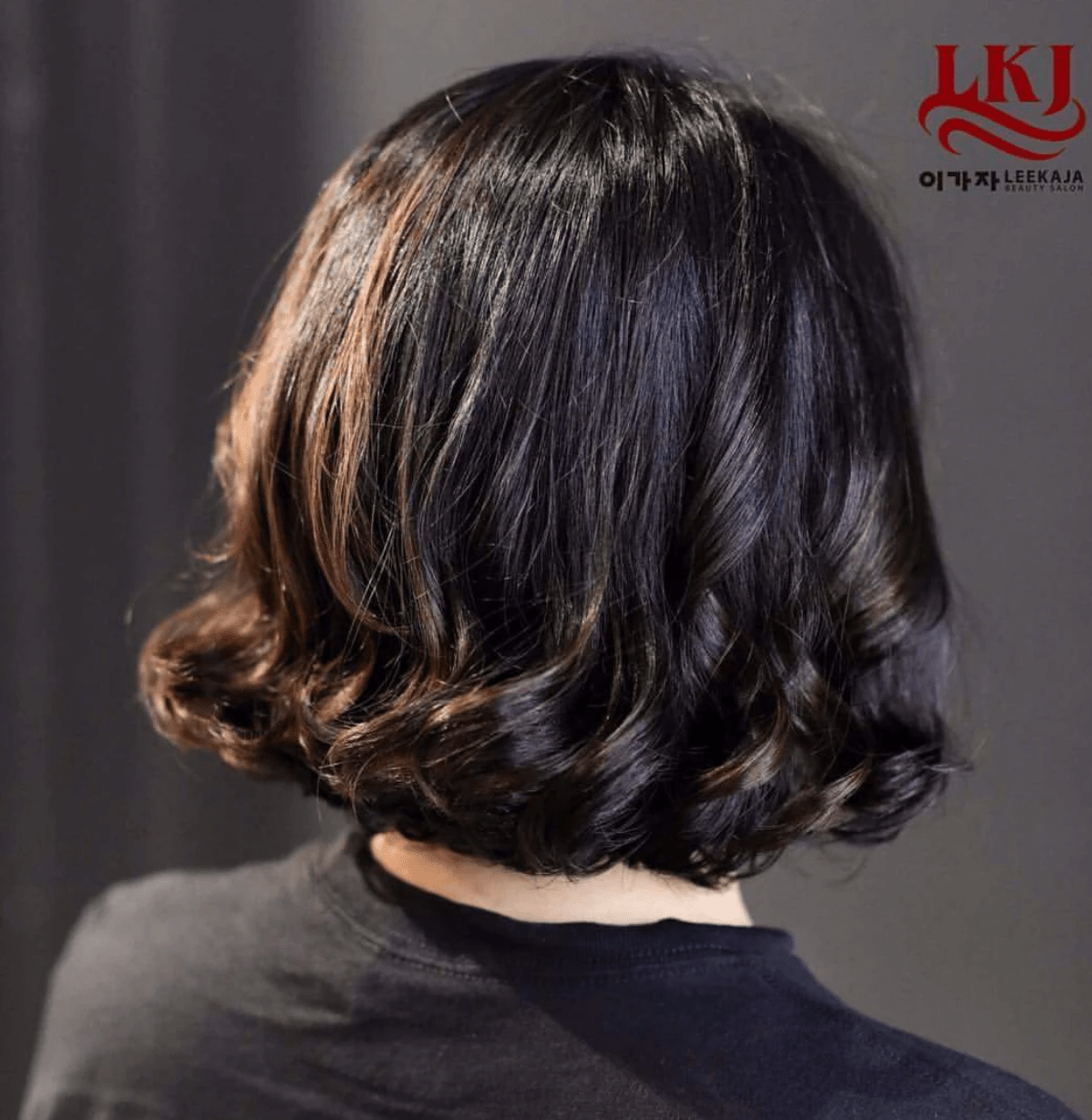 Short hairstyles for women - curly bob