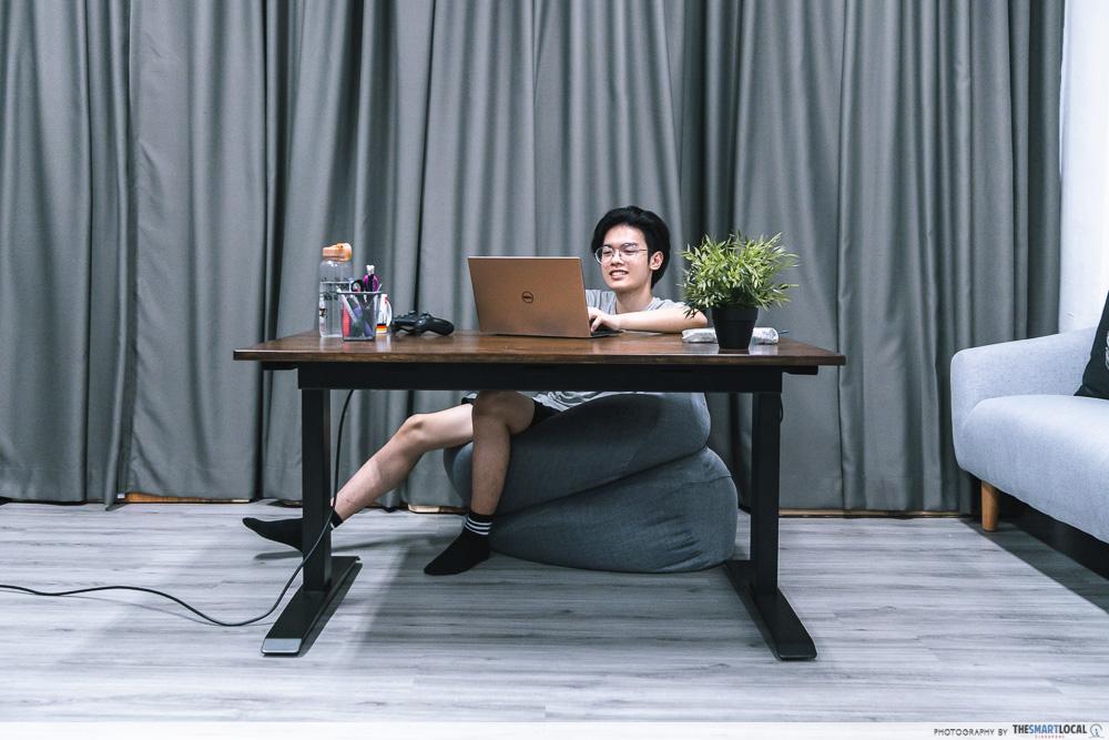 lounging - omnidesk standing desks