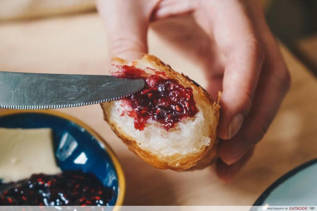 A bread knife - the origins of the Singlish phrase bao toh?