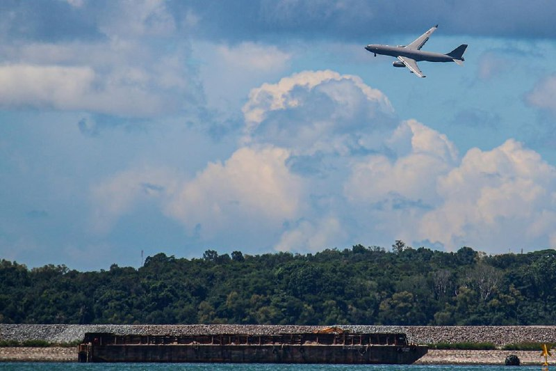 best-beaches-in-singapore - changi planes