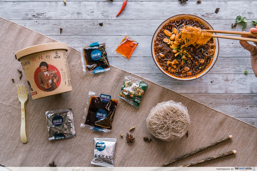 Hai Chi Jia Review - Suan La Fen ingredients and condiment packets