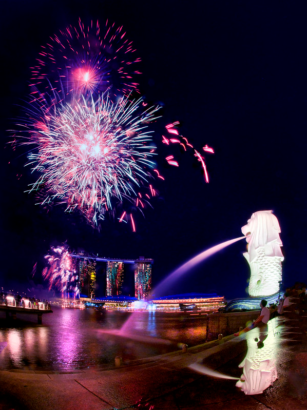 ndp 2020 fireworks - from this spot, you can get the Merlion in the shot, too.
