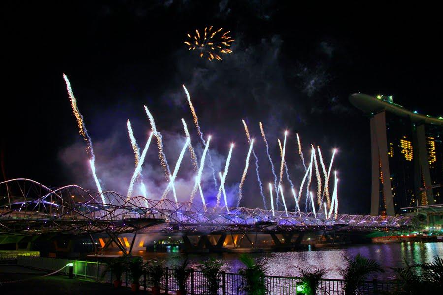 ndp 2020 fireworks - the Helix bridge often has its own mini-display.