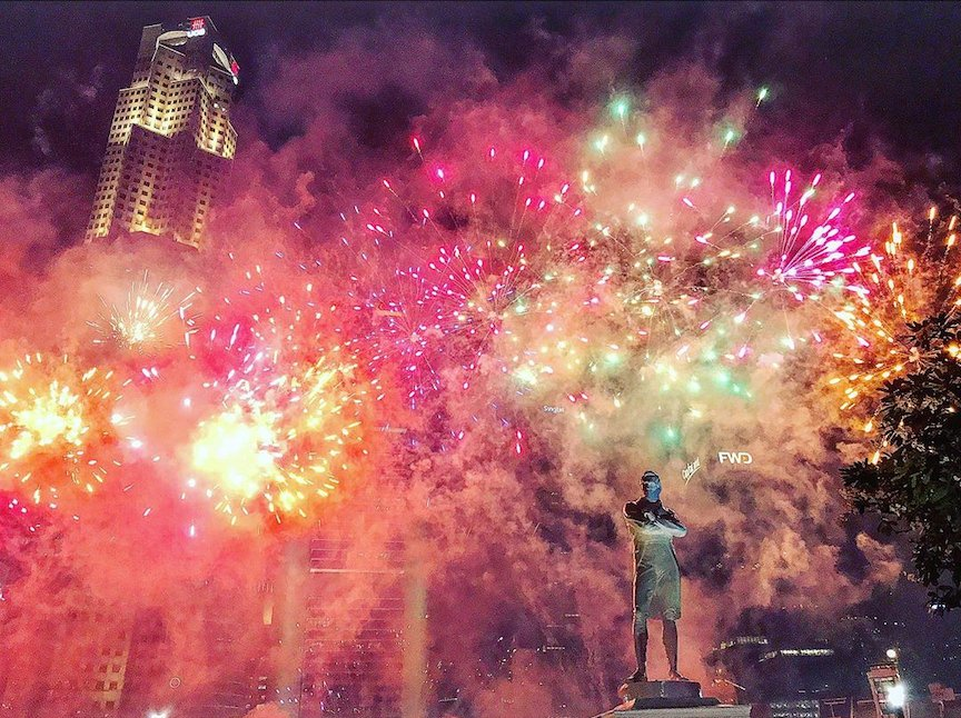 ndp 2020 fireworks - from Victoria Theatre, you can get an image of the status of Sir Stanford Raffles in front of the fireworks.