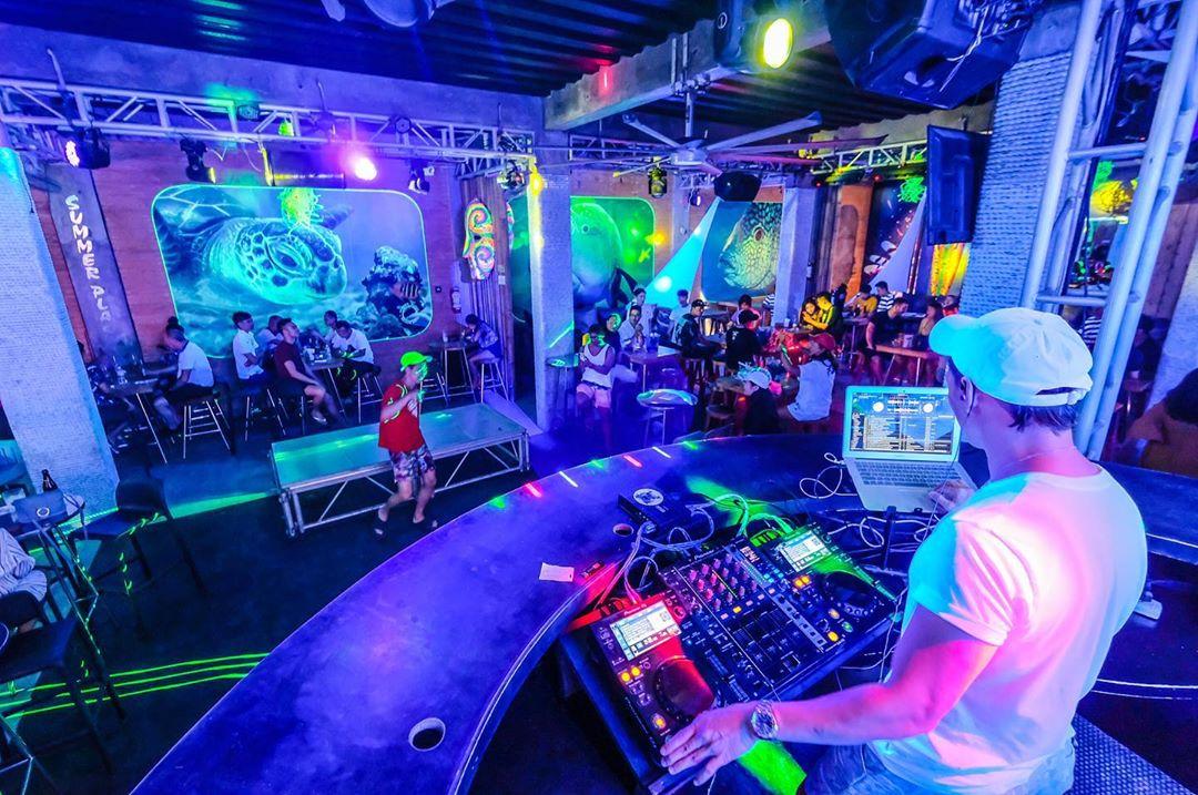 clubs in Boracay